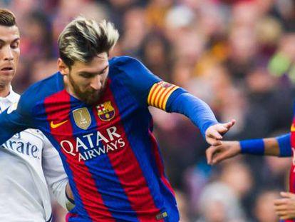 Messi y Ronaldo, en un clásico del curso pasado.