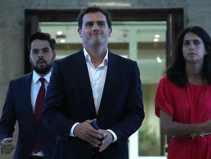 El líder de Ciudadanos, Albert Rivera, este lunes a su llegada al Congreso de los Diputados para reunirse con Pablo Casado.