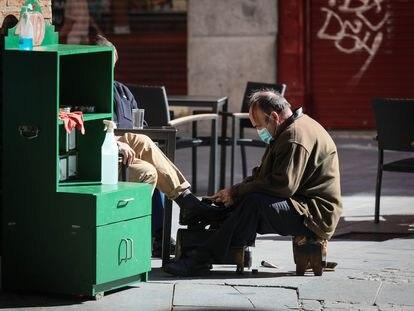 Un limpiador de botas en Madrid.