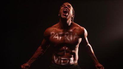 Fotograma del vídeo musical de Yotuel Romero para 'Patria y vida'.