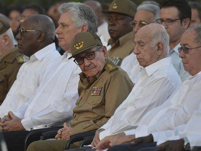 El presidente Miguel Díaz-Canel, segundo desde la izquierda, y Rául Castro, durante los actos de celebración del aniversario de la revolución cubana.