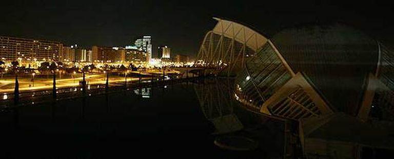 La Ciudad de Las Artes y Las Ciencias de Valencia siguió la convocatoria del apagón entre las 19.55 y las 20.00 horas promovida por la Alianza por el Planeta para luchar contra el cambio climático.