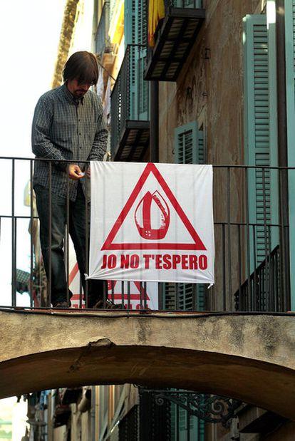 Cartel contra la visita del Papa.