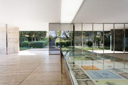 La vitrina de Reich, situada en el punto central del pabellón. / Anna Mas