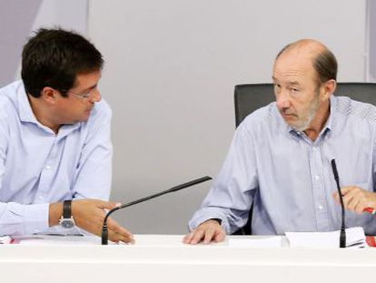 Rubalcaba, ayer en una reunión con el PSOE sobre educación.