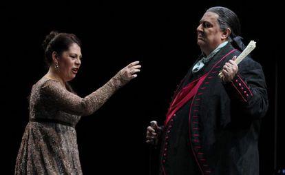 La soprano estadounidense Sondra Radvanovsky y el barítono italiano Ambrogio Maestri.