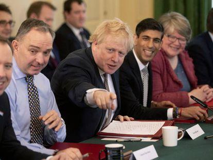El primer ministro británico, Boris Johnson, con algunos miembros de su nuevo Ejecutivo.
