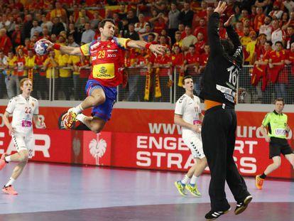 Ariño lanza ante Ristovski.