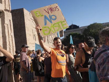 Manifestación contra el uso de mascarillas en la Plaza de Colón, en Madrid.