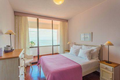 Dormitorio con vistas al mar de la villa alquilada por Cristiano Ronaldo en Caniçal (Portugal).