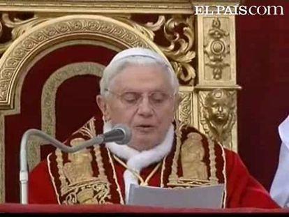 Miles de personas se han congregado ante la basílica de San Pedro del Vaticano para escuchar y ver a Benedicto XVI. El Pontífice ha expresado su preocupación por los problemas y conflictos que hay por todo el mundo. Benedicto XVI también ha pedido el fin de la violencia y de las desigualdades que hacen daño al ser humano. El Papa también ha deseado Feliz Navidad en español al igual que en otras lenguas.