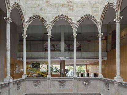 Patio gótico de la casa Gralla conservado en la sede de Prosegur de L'Hospitalet de Llobregat desde 1996.