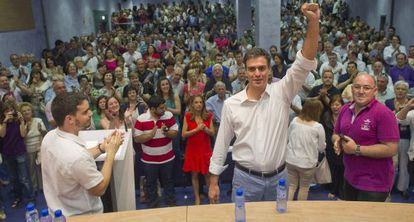 El candidato a la Secretaría General del PSOE, Pedro Sánchez, a su llegada este viernes a Zaragoza.