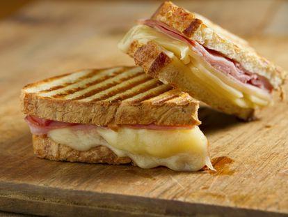 Preparar sandwiches en pocos minutos es posible con estas máquinas que hemos probado.