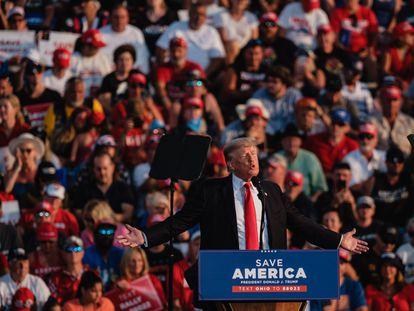 El expresidente Donald Trump, este sábado durante un mitin en Wellington (Ohio).