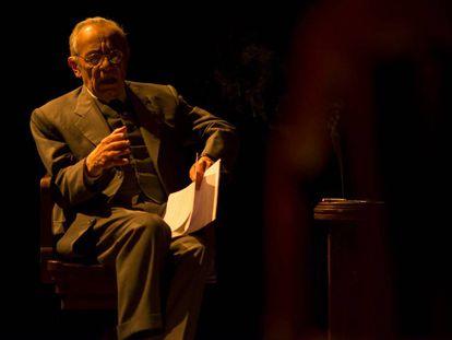 José Luis Gómez, en 'Azaña, una pasión española' en el Teatro de la Abadía.