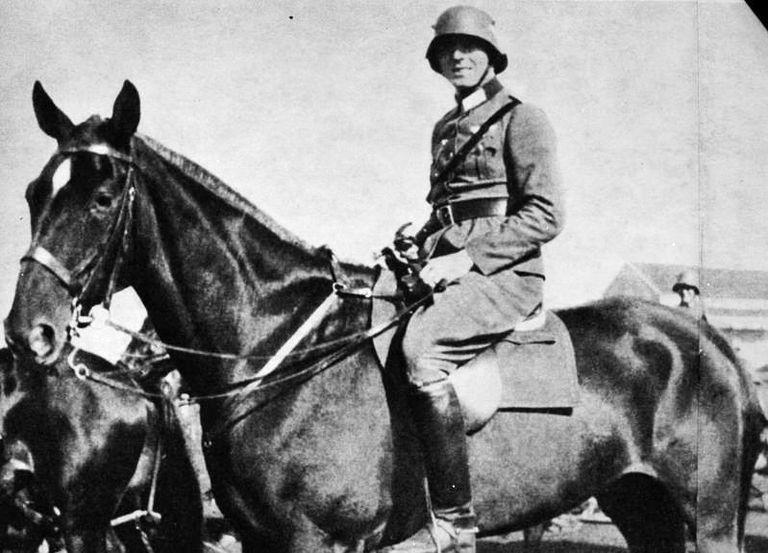El conde Stauffenberg, autor del atentado contra Hitler del 20 de julio de 1944, como oficial de caballería.