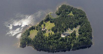 Vista aérea de la isla noruega Utoya, al este de Oslo, un día antes del atentado.