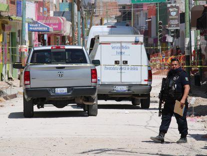 Agentes resguardan el lugar de un ataque armado en Guanajuato, el pasado 12 de marzo.