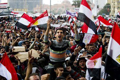 Cientos de personas se manifestaban contra el presidente egipcio Hosni Mubarak, en El Cairo, el 10 de febrero de 2011.
