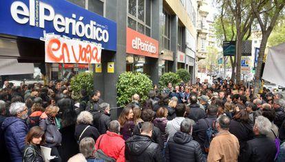 Trabajadores de Zeta protestan el año pasado ante la sede de 'El Periódico'