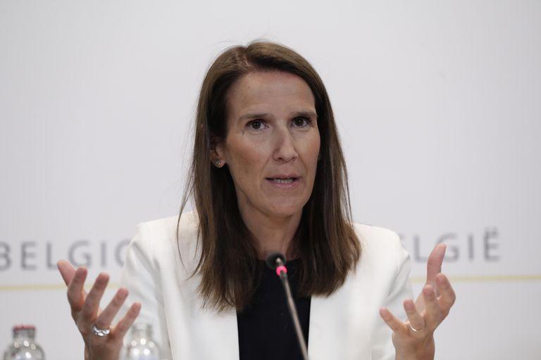La Primera Ministra belga, Sophie Wilmes, se dirige a los medios de comunicación durante una conferencia de prensa posterior a un Consejo de Seguridad Nacional sobre el brote de covid-19, en Bruselas (Bélgica), el pasado 3 de junio.