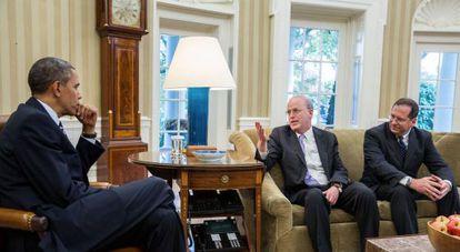 Barack Obama, junto a Clifford Sloan (centro) y Paul Lewis (derecha), en la Casa Blanca.