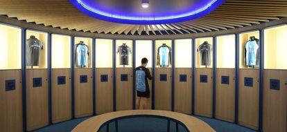 Un jugador en el vestuario del Movistar eSports Center en la Casa del Lector en Matadero (Madrid).