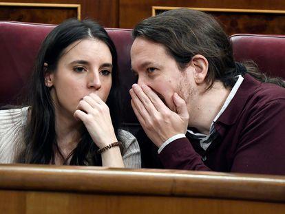 La ministra de Igualdad, Irene Montero, y el vicepresidente segundo, Pablo Iglesias, en una foto de archivo en el Congreso de los Diputados.