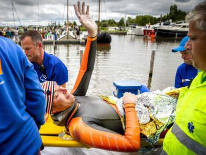 El campeón olímpico de natación Maarten van der Weijden recorrió 163 de los 200 kilómetros que tenía previstos al contraer una enfemedad intestinal por la calidad del agua