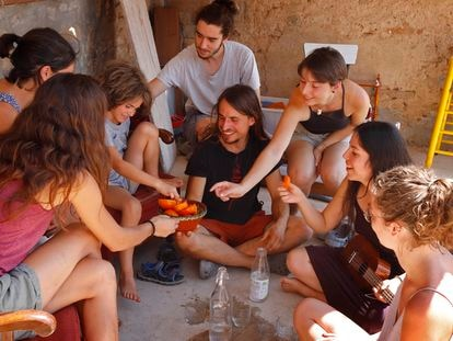Participantes en el campo de trabajo de Santa Margarida de Montbui.