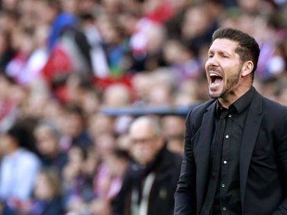 Simeone en el partido del Málaga.