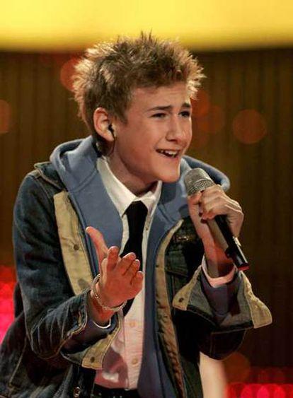 Dani de 14 años durante su actuación en el  Festival Junior de Eurovisión 2006.