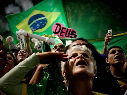 Seguidores de Jair Bolsonaro celebran su victoria este domingo.