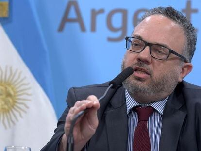Matías Kulfas, ministro argentino de Desarrollo Productivo, habla durante una rueda de prensa celebrada en Buenos Aires en febrero de 2020.