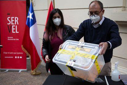 Chile: Inician votaciones en las que se elegirán redactores de nueva Constitución