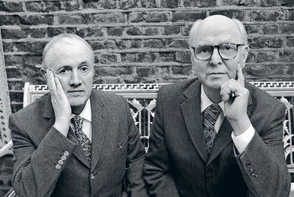 Gestos en sincronía. La fotografía y la exposición pública han sido una de sus obsesiones. Desde el principio, Gilbert & George se calificaron como esculturas vivientes.