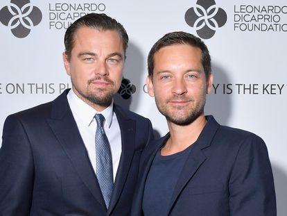 Leonardo DiCaprio y Tobey Maguire, en una gala en Francia en julio de 2017.