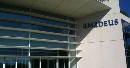 Entrada de la uno de los edificios de oficina de Amadeus.