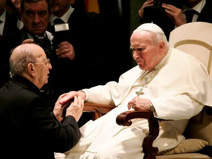 El fundador de los Legionarios de Cristo, Marcial Maciel, con el papa Juan Pablo II, en una imagen de archivo.