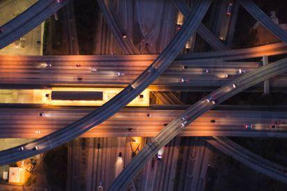 Vista aérea del tráfico en Los Ángeles
