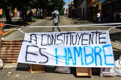 Pancarta con la Asamblea Constituyente que pretende elegir Maduro.
