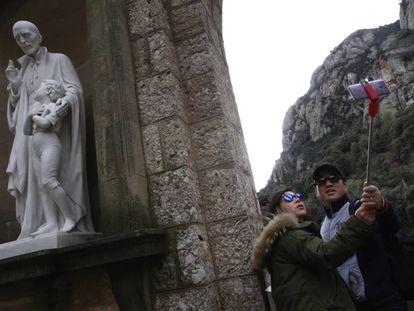 Turistas en el monasterio de Montserrat.