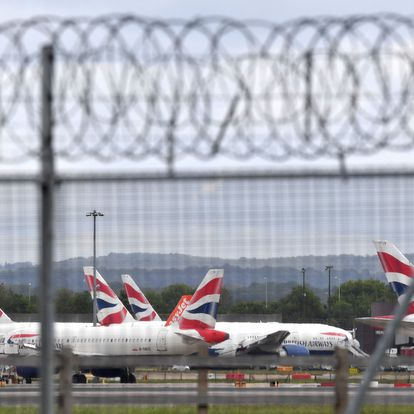 (FILES) This file photo taken on May 1, 2020 shows aircraft grounded due to the COVID-19 pandemic, including planes operated by British Airways, on the apron at London Gatwick Airport near Crawley, southern England. - Germany is considering banning flights from Britain and South Africa to prevent the spread of new, more infectious coronavirus strain circulating in the two countries, a source close to the German health ministry told AFP on Sunday, December 20, 2020. (Photo by Ben STANSALL / AFP)