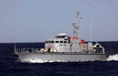 Una patrullera de la guardia costera libia en el Mediterráneo.