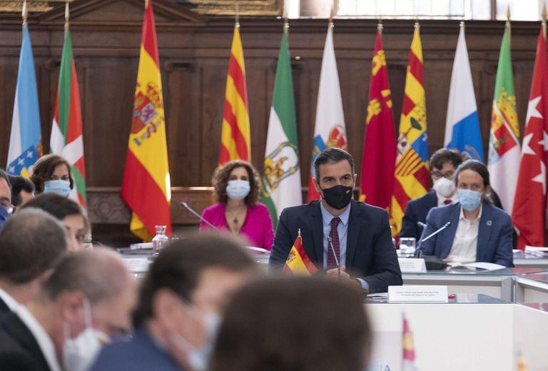 El presidente del Gobierno, Pedro Sánchez, durante la Conferencia de Presidentes, este viernes en el monasterio de San Millán de Yuso, en San Millán de la Cogolla.
