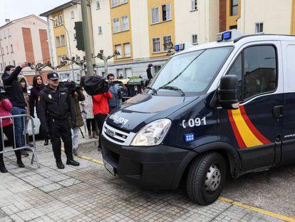 Llegada de los futbolistas detenidos a los juzgados de Aranda de Duero.