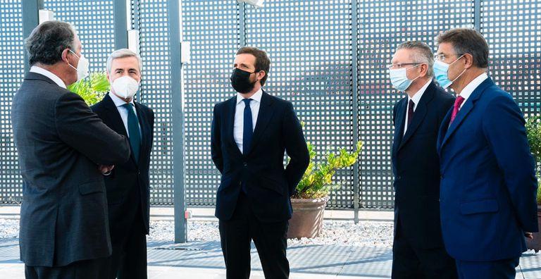 Pablo Casado, el miércoles, con los exministros José María Michavila, Ángel Acebes, Alberto Ruiz-Gallardón y Rafael Catalá.
