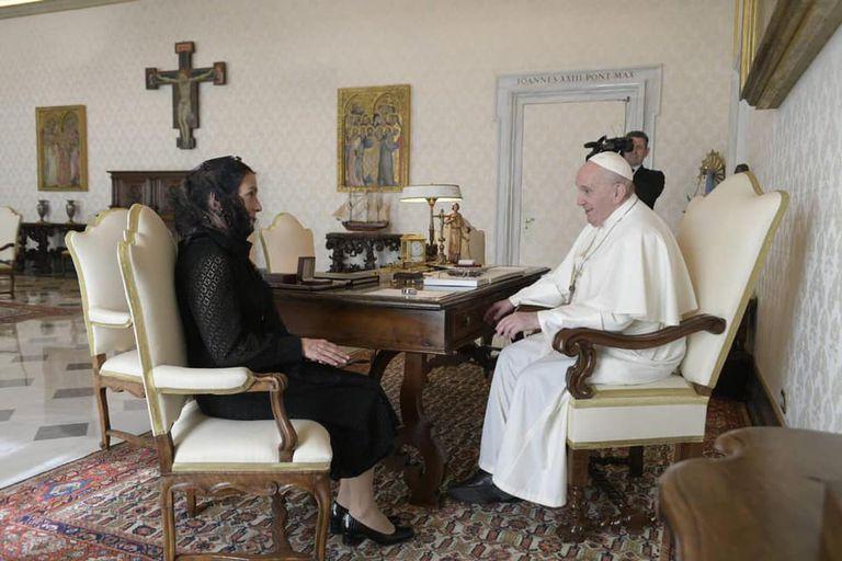 La esposa del presidente Andrés Manuel López Obrador se reunió con el papa Francisco en el Vaticano, Roma.