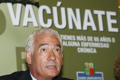 Gabriel Inclán, entonces  consejero de Sanidad, en septiembre de 2008 en la presentación de una campaña de vacunación contra la gripe.